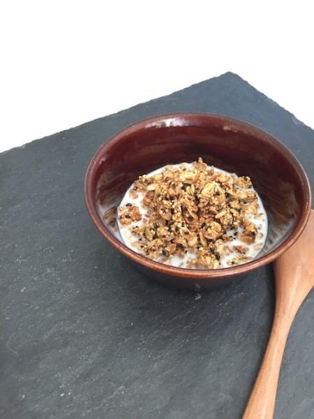 黒糖黒ごまきな粉の雑穀グラノライメージ のコピー